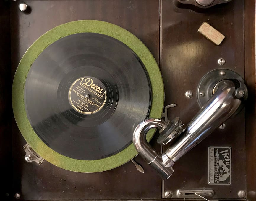 Irresistible Temptation - Wind up the Victrola and watch your legs swing to the fascinating rhythms!
