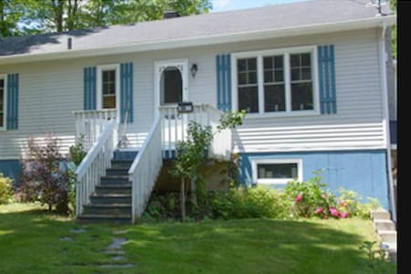 Charming 2 bedroom house near downtown Knowlton - Knowlton - Ev