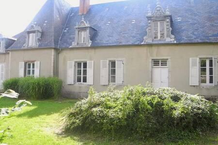 LA GRANDE MAISON - Ouroux-en-Morvan - Rumah
