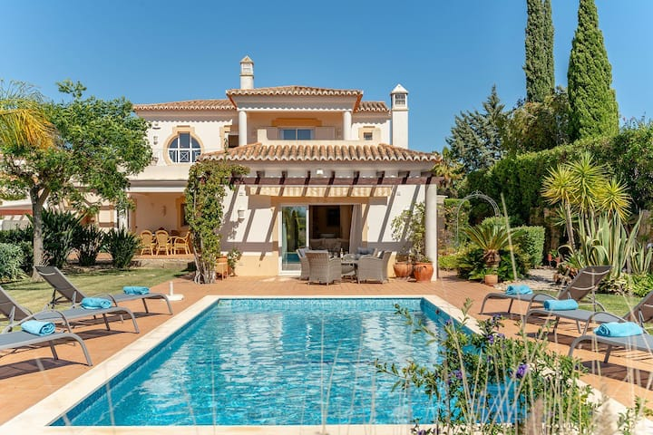 Immaculately Presented Villa With Pool Heating