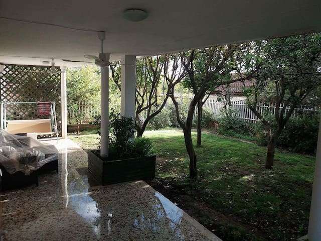 Country House With Yard In Beautiful Lagonisi