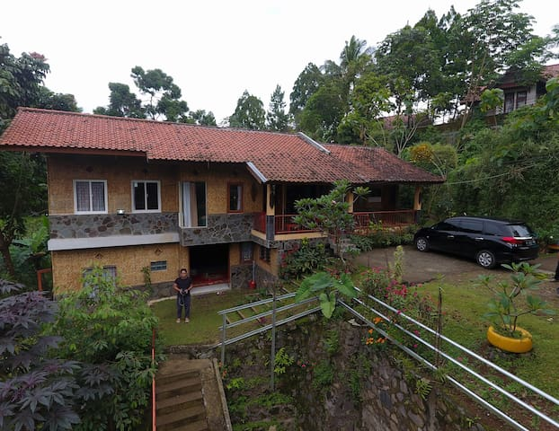 "Villa ""Rumah Jiddah"" in Cisarua Puncak 3BR"