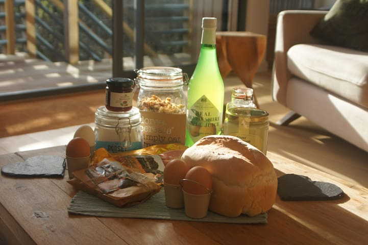 Our 2 day breakfast hamper all locally sourced is £25