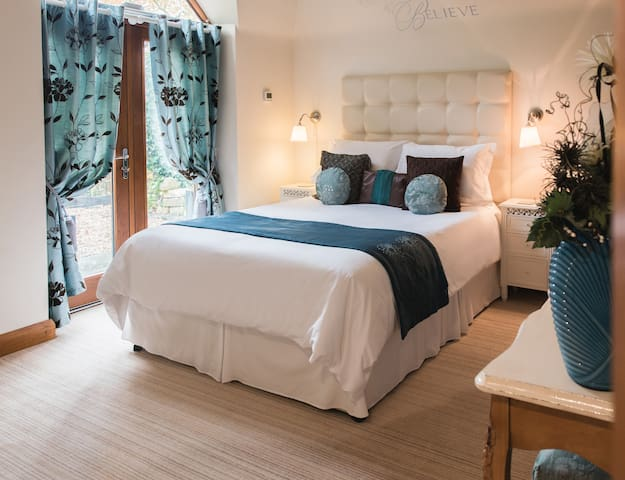 5 STAR GOLD Heavenly Hideaway Byford Lodge - Louth - Casa