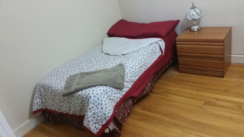 Elegant, Sunny, Clean & Quiet Private Bedroom