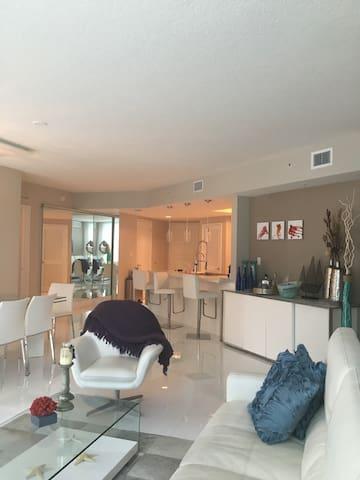 Luxury Saint Sunny Isle beach - Sunny Isles Beach - Apartamento