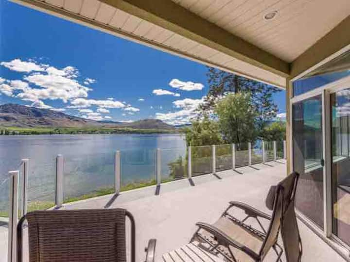 The Osoyoos Lakefront Home!