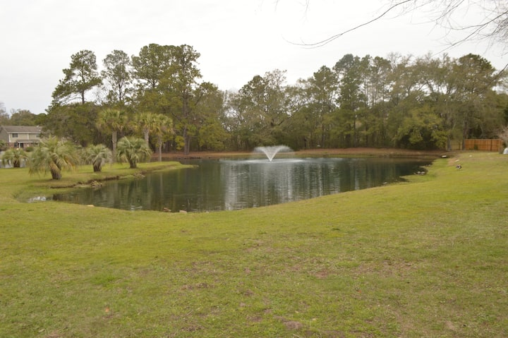 Perfect location - Close to Folly Beach & Downtown