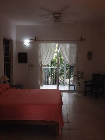 Poolside apt. w/ private bath - Chetumal - Apartment