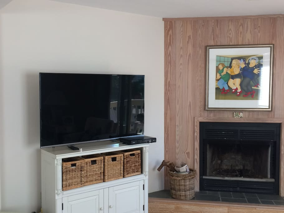 tv,cable,wifi and fireplace