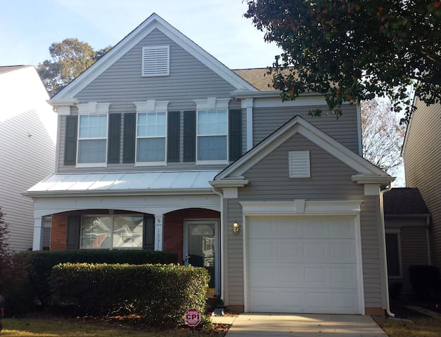 Charlotte Townhome stay. (listing for women only)