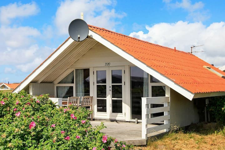 Roofed Holiday Home in Jutland with garden with barbecue
