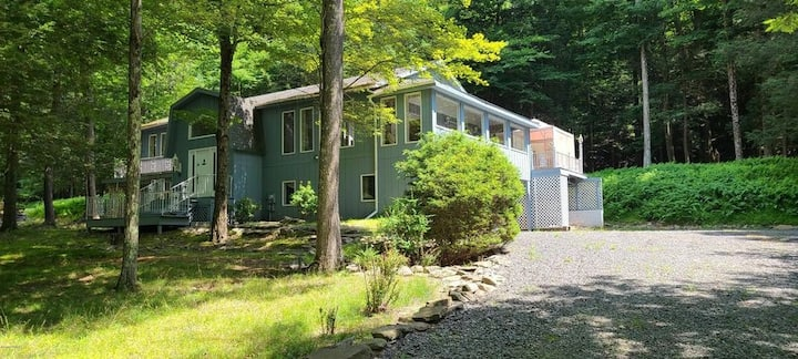 Beautiful Lake WallenPaupack Home-Sleeps up to 10