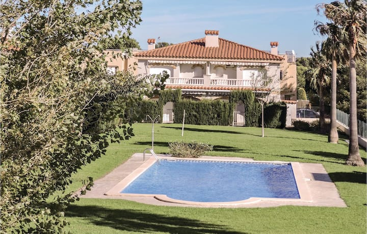 Stunning home in Miami Platja with 2 Bedrooms and Outdoor swimming pool