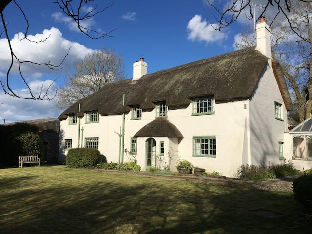 Pound House, idyllic English thatched cottage - Nether Cerne - Rumah