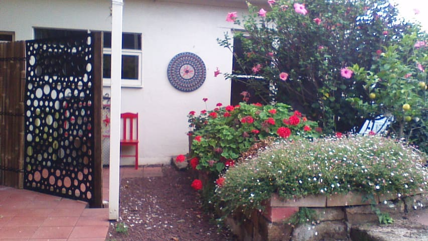 RED GATE B&B  cosy funky room