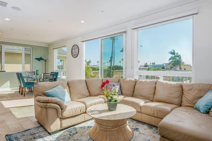 Luxury 4 Bedroom/4 Bath Beach House in Ventura