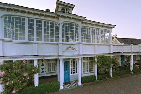 Meeuwen Manor - A treasure near Amsterdam