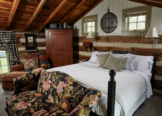 Romantic Log Cabin Suite with King Bed, Spa Bath and Full Breakfast