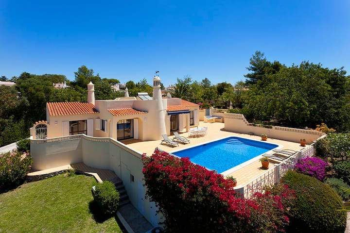 Lovely family villa with pool close beach and golf