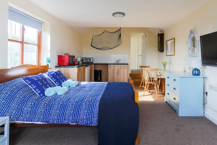 close to coast path,Sleeps 2 Peaceful,great views.
