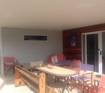 Beautiful Beach House Narrawallee - Casa