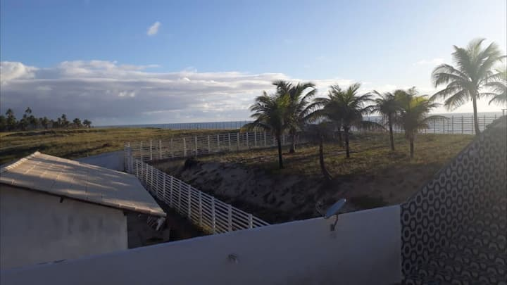 Casa em Condomínio com Acesso a praia linha verde