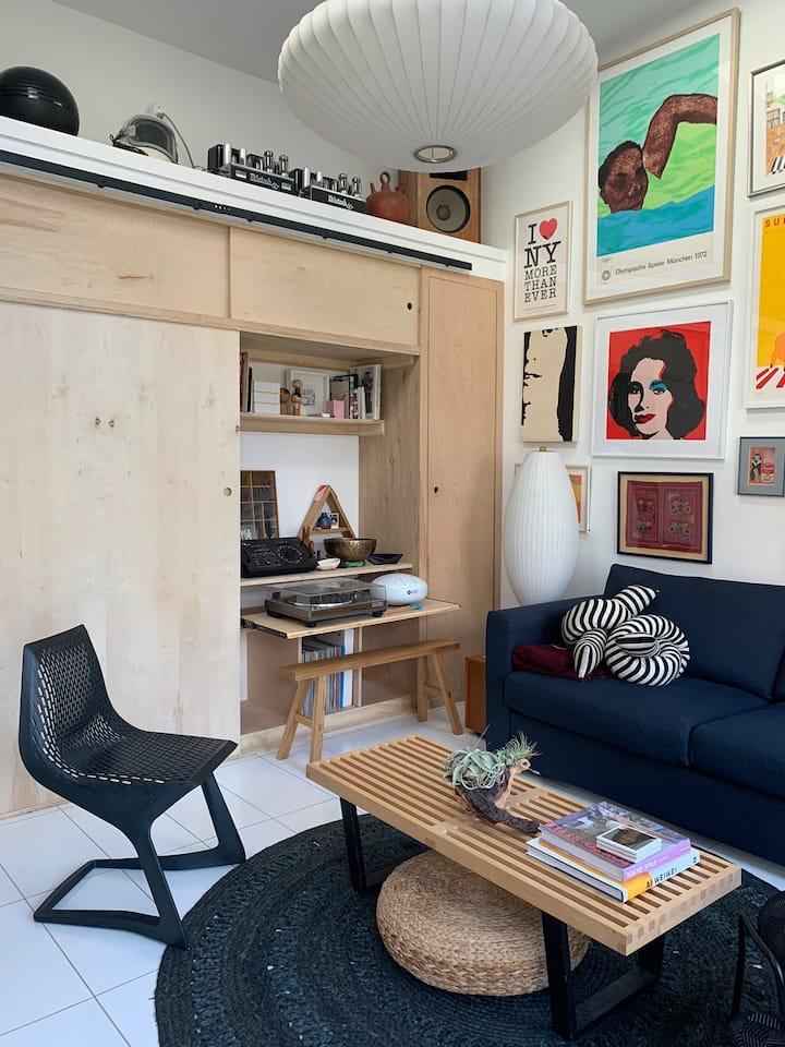 Cozy designer suite BART ride from UC Berkeley