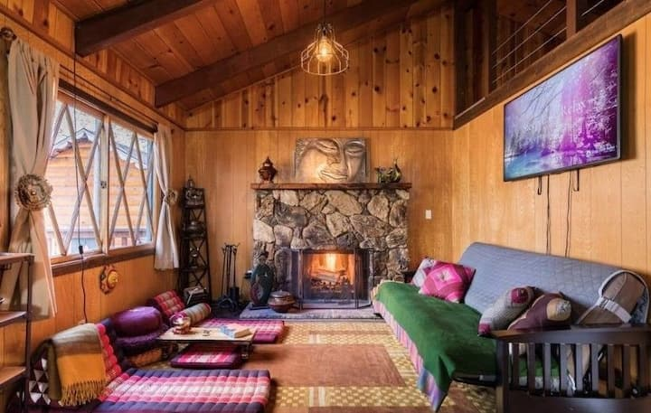 Tibetan Theme Cozy Cabin Minutes 2 Slopes +Hot Tub