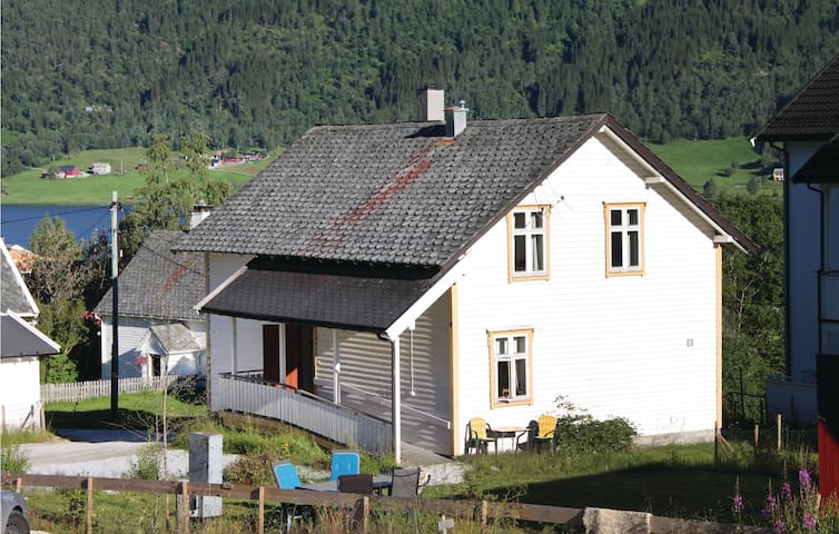 Holiday apartment with 2 bedrooms on 80m² in Vossestrand
