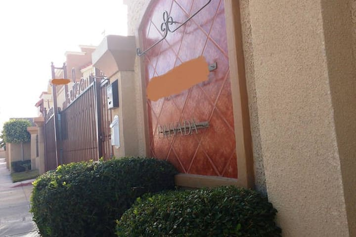 House, parking, safe, 15 min Rosarito. - Tijuana - House