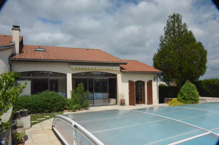 New A/C studio with swimming pool and garden