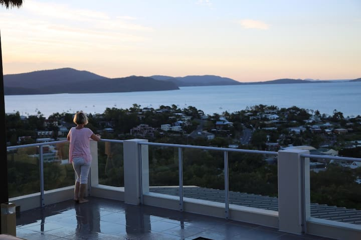 Skyview Penthouse with stunning ocean views - Airlie Beach - Wohnung