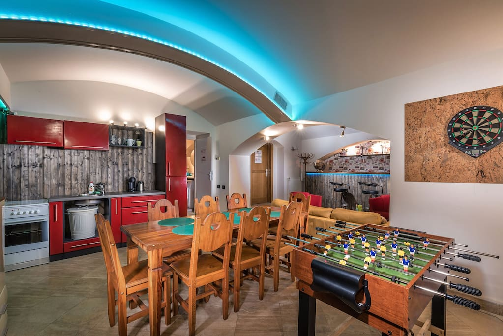Party underground with bar centrum 7min by walk flats for Design apartment in prague 6
