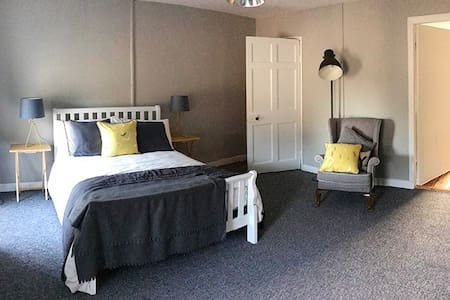 Contempory space with lots of period charm - Carrick-On-Suir - Lägenhet
