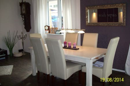 moderne Wohnung, Terrasse + Garten, Nähe Airport - ฮัมบูร์ก - อพาร์ทเมนท์