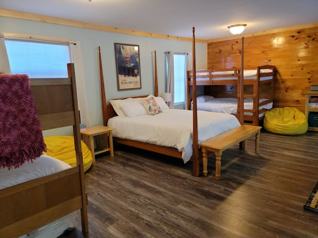 Bunkroom beds: two sets of bunk beds (four twin-sized beds) and a queen.