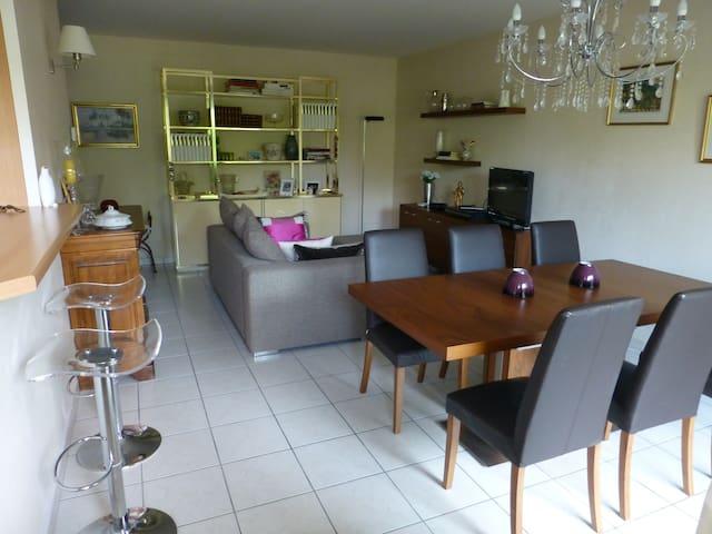 appt. en rez-de-jardin, confort,calme,gde terrasse - Archamps - Lyxvåning