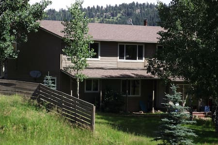 Home in meadows, with mountain view - Evergreen - Bed & Breakfast