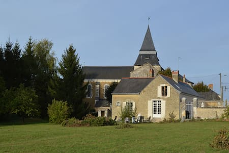 Beautiful Retreat in the Loire Region - sleeps 8 - Clefs-Val d'Anjou - Haus