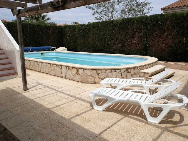 CASA NIDO,Ideal house for your holidays near the sea, free wifi, air conditioning, private pool, pets allowed, dog's beach.