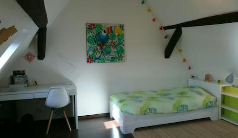 Large bright room- Breakfast included