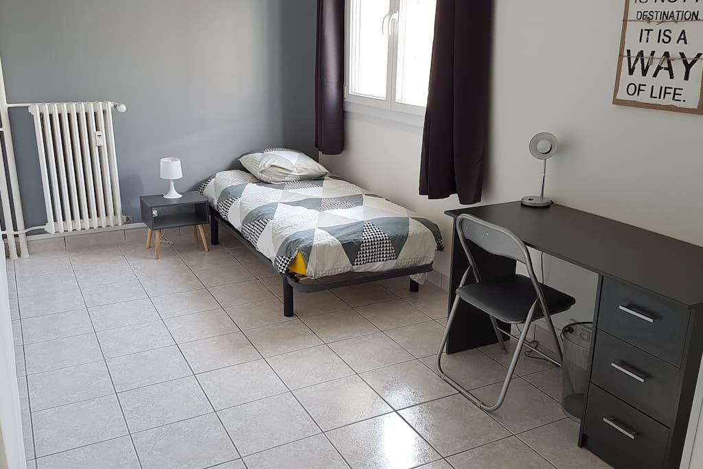 Grande chambre avec serrure et dressing appartements for Serrure chambre