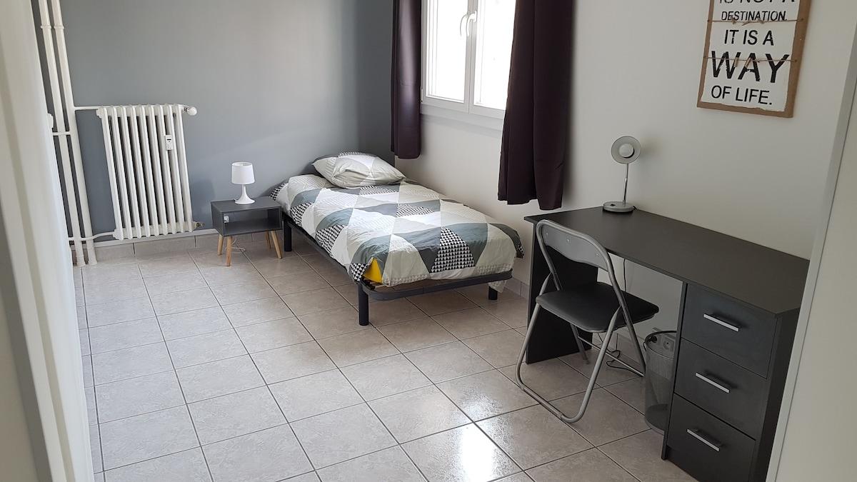 Marvelous Grande Chambre Avec Serrure Et Dressing   Apartments For Rent In Besançon,  Bourgogne Franche Comté, France