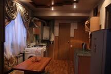 Кухонная утварь, полотенца и все необходимые мелочи