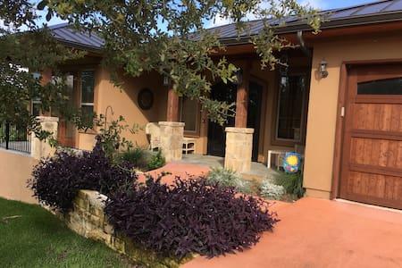 Lake Travis Waterfront House Within Gated Estate - Austin - House