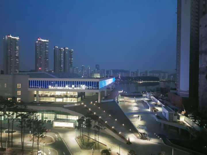 9F 광교호수공원 뷰 숙소, 갤러리아 백화점,수원컨벤션1분, 티비, 와이파이, 주차가능