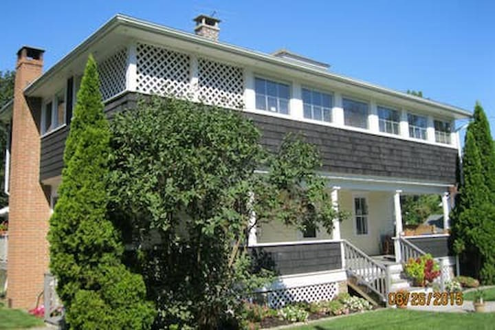 New Suite w/private entrance in Rhinebeck Village