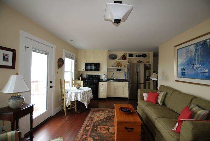 Convenient kitchenette with refrigerator and oven