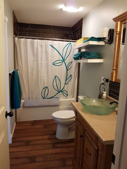 bathroom, linens included (no beach towels)